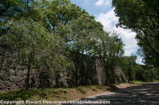 Walls of the honmaru.